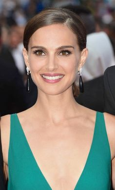 Angela Oregon: Jo's biological mother, who resides in Manchester, England. She is a female dancer & actress, who is 37 yo. She is now married to Archibald, although not at the time of Jo's birth. Jo is unaware of her mother's (Angela's) identity. Natalie Portman, Cate Blanchett, Doutzen Kroes, Giorgio Armani, Cannes 2015, Deep Autumn, Actrices Hollywood, Celebrity Beauty, Celebrity Photos