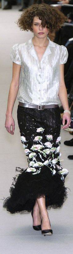 Chanel : Love this outfit!!! From hair all the way to shoes and every thing in between, this is a stunning look.