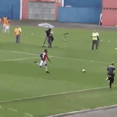 Try to take this ball from me - GIF Sports Fails, Sports Gif, Sports Humor, Super Football, Soccer Gifs, Sweaty Betty, Awkward Moments, Human Body, Random