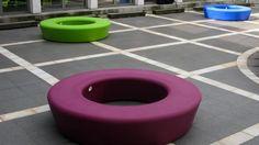 Panache Straatmeubilair Mobilier Urbain zitbank banc Loop© Street Furniture, Urban Design, Loop, Bench, Water, Seating Areas, Gripe Water, Desk, Bench Seat
