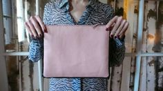 This Awesome Leather Purse Is Incredibly Easy To Make (Here's How!)