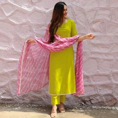 Casual Indian Fashion, Indian Fashion Dresses, Dress Indian Style, Indian Outfits, Indian Dresses For Women, Fashion Blouses, Ethnic Outfits, Indian Gowns, Indian Clothes