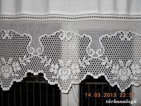 Crochet lace tablecloth square with flower and diamonds motif. Many beautiful filet crochet valances, curtains, doilies etc. Crochet Buttons, Thread Crochet, Crochet Doilies, Crochet Stitches, Filet Crochet, Crochet Borders, Crochet Patterns, Crochet Home, Crochet Trim