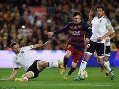 Gục ngã trước Valencia Barcelona lâm nguy