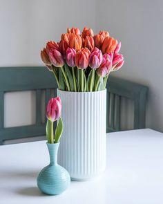 522 vind-ik-leuks, 30 opmerkingen - Pauline (@cloverhome.nl) op Instagram: 'I think tulips look best en masse, don't you? These are Prinses Irene (the orange tulips) and…' Irene, Vase, Blog, Instagram, Home Decor, Decoration Home, Room Decor, Blogging, Vases