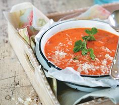 Roasted tomato and green pepper soup Stuffed Pepper Soup, Stuffed Green Peppers, Green Pepper Soup, Small Tomatoes, English Food, Roasting Pan, Roasted Tomatoes, Soups, Curry