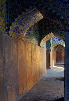 Imam Mosque (Masjid-e Jam 'e Abbasi), also called Masjid-e Shah (Royal Mosque) before the victory of Islamic Revolution, is one of the finest and the most stunning buildings in the world. Esfahan, Iran