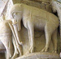 Aulnay de Saintonge - Poitou - France. L'église fut construite après 1122 (art roman)  Une des rares représentations d'éléphants sur des chapiteaux, avec l'inscription : HI SUNT ELEPHANTES : ce sont des éléphants !
