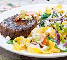 Pastasalade met zomergroente en grillburger - Recept - Jumbo Supermarkten