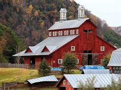 Red barn via Farmhouse Love on FB