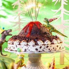 Dinosauriertorte mit Frucht & Schoko! Cremige Sahne mit knackigen Schokostückchen und Banane ✓ Ideen für Dinokuchen & Dino Snacks ✓ Jetzt nachmachen!