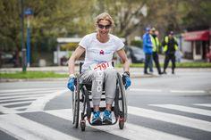 Uli, nasz super wolontariusz, bez niej wszystko było by trudniejsze 300 razy bardziej. Strong Woman, niech Was nie zmyli wózek. Uli biega, jeździ na rowerze, konno, pływa. A tu chciała zobaczyć jak to jest przejechać maraton nw wózku i dała radę. Uli wielkie dzięki, że jesteś!!!