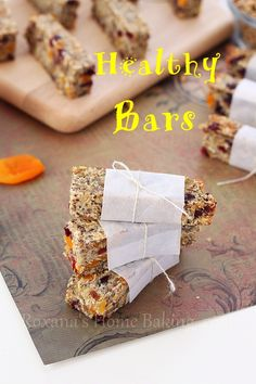 Healthy snack bars recipe - oats, hemp and chia seeds, flaxmeal and dried fruit packed for a boost of energy. Gluten free. Vegan. Super easy.