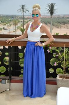 blue maxi skirt outfit- How to Look Casual Chic in Maxi Skirts http://www.justtrendygirls.com/how-to-look-casual-chic-in-maxi-skirts/