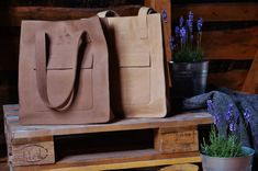 Simple and stylish. Leather tote bag  by DingoM