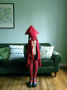 "Hiné Mizushima created this wonderful Squid Hat costume for Halloween 2011 using a cheap knit hat, thick felt, an ""Amu-amu Pokemon"" toy and yarn. (Personally, I would like to see this one in green ..."