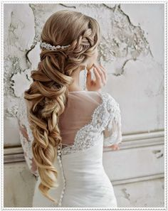 Brautfrisuren für lockiges Haar