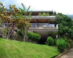 Dise ada por el arquitecto richard neutra construida en for Casa moderna lecheria