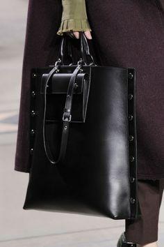 Mulberry at London Fashion Week Fall 2016 - Details Runway Photos Fashion Handbags, Purses And Handbags, Fashion Bags, My Bags, Tote Bags, Leather Purses, Leather Handbags, Leather Bags, Bowling Bags