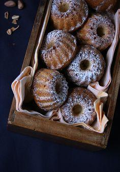 Ciambelline con ricotta, pinoli e miele