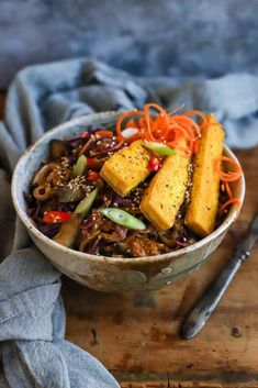 Rainbow Noodle Bowl with Spicy Peanut Butter Sauce - food to glow Turmeric And Pepper, Coriander Cilantro, Peanut Butter Sauce, Colorful Vegetables, Feel Good Food, Noodle Bowls, Veggie Dishes, Tofu, Kitchens