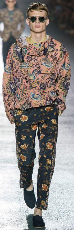 Floral prints for men Dries Van Noten - Spring 2014 Kuddos to the guy who will wear this! Love it! für   Sie   hier   vom   Gentlemansclub   gepinnt . . . - schauen Sie auch mal im Club vorbei - www.thegentlemanclub.de