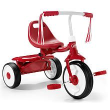 The low center of gravity and controlled turning radius of the Radio Flyer Fold 2 Go Trike give your little one stability for a safe ride.