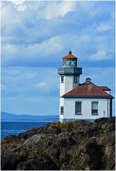 Lime Kiln Lighthouse on San Juan Island in Washington State - One of the best places in THE WORLD for seeing orcas in the wild from land! Check out this post for the BEST 10 things to do on San Juan Island Washington Things To Do, Washington State, Seattle Washington, San Juan Islands, Road Trip Usa, Vacation Destinations, Orcas, The Best, National Parks