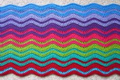 Interlocking Ripple Blanket... maybe I can use the edging technique on my Granny Stripes Blanket! HOOT.