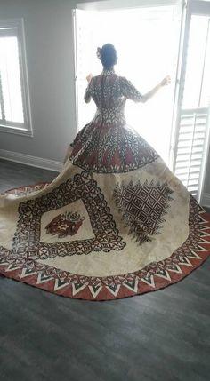 Tongan Wedding Dress made of Tapacloth Bride: Sela Feifononga Designers: Lavelua Woffinden & Lomekina Tuionuku Island Wedding Dresses, Island Weddings, Best Wedding Dresses, Wedding Styles, Wedding Attire, Tongan Wedding, Polynesian Wedding, Regional, Tapas