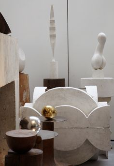 Constantin Brâncuși studio in Paris, photographed by Leslie Williamson. / Leslie Williamson