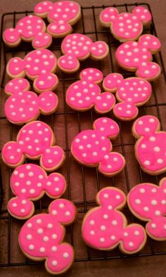 2 Dozen Personalized Minnie Mouse Cookies by MaddysSugarArt Minnie Mouse 1st Birthday, Minnie Mouse Theme, Minnie Mouse Baby Shower, Disney Birthday, 3rd Birthday Parties, 2nd Birthday, Birthday Ideas, Minnie Mouse Cookies, Mouse Parties
