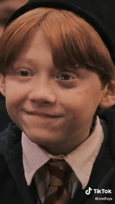 Harry Potter Gif, Young Harry Potter, Harry Potter Imagines, Harry Potter Pictures, Harry Potter Characters, Ron And Harry, Hermione, Hogwarts, Rupert Grint