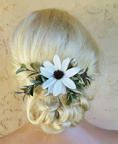 Check out this item in my Etsy shop https://www.etsy.com/listing/455943294/boho-bridal-fascinator-rustic-clip