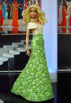 Barbie Miss Komia 2013/14