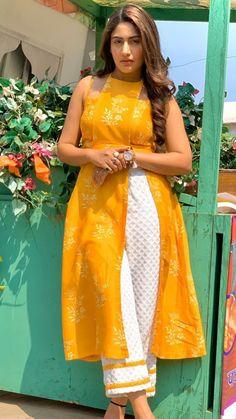 Sharara Designs, Kurti Neck Designs, Dress Neck Designs, Kurti Designs Party Wear, Lehenga Designs, Casual Indian Fashion, Indian Fashion Dresses, Dress Indian Style, Stylish Kurtis Design