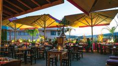Πιάνουμε θέση σε μια υπέροχη downtown ταράτσα, ενώ στην κουζίνα η κ. Τικ και η κ. Βίλμα ενώνουν τις δυνάμεις τους με κοινό παρονομαστή την αρωματική κι αιθέρια Thai κουζίνα. Patio, City, Outdoor Decor, Summer, Home Decor, Summer Time, Decoration Home, Terrace, Room Decor