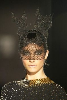 Fascinator inspired by Black Swan with gold!