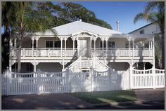 My House Rules - The Queenslander Gone Wrong? Queenslander House, Weatherboard House, Australian Architecture, Australian Homes, Beautiful Architecture, Beautiful Buildings, My House Rules, Brisbane, Key West Style