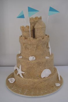 """sand castle cake - Cover frosting with graham cracker """"sand"""" and decorate with white chocolate seashells! Ocean Cakes, Beach Cakes, Cute Cakes, Pretty Cakes, Sand Castle Cakes, Seashell Cake, Tire Cake, Pool Party Cakes, Bithday Cake"""