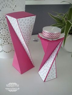 You need: Card stock: (one page) Design paper: 2 x cm x 5 cm K Origami & Papier Diy Paper, Paper Crafts, Tarjetas Diy, Envelope Punch Board, Useful Origami, Origami Box, Craft Bags, Explosion Box, Diy Box