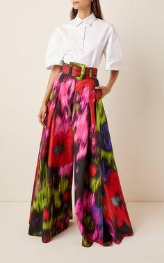 Carolina Herrera Printed Cotton-Blend Wide-Leg Pants Source by modaoperandi herrera Fashion 2020, Look Fashion, Womens Fashion, Fashion Design, Fashion Trends, Fashion Weeks, Milan Fashion, Mode Kimono, Casual Dresses Plus Size