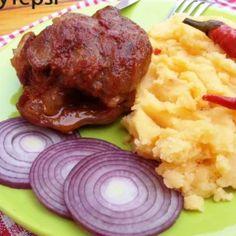 12 pompás szaftos-ropogós csülökvariáció | Nosalty Mashed Potatoes, Steak, Bacon, Pork, Beef, Ethnic Recipes, Hungarian Food, Yum Yum, Reception