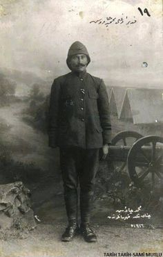 Turkish Sergeant Mehmet Cavus who lost his right arm at Gallipoli. World War One, First World, Gallipoli Campaign, Ww1 Soldiers, Turkish Army, Turkish Soldiers, Last Battle, Ottoman Empire, Historical Pictures