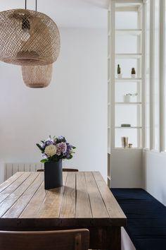 Tendance déco bohème : nos conseils pour insuffler ce style - Côté Maison Home Trends, Cool Lighting, Lighting Ideas, Cozy House, Entryway Bench, Dining Area, Dining Room, Interior Styling, Interior Decorating