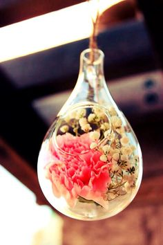 Hanging glass bulbs are so beautiful. Use lace, twine or fishing line to hang them. Homemade Iced Tea, Bridal Shower Tea, Vintage Tea, High Tea, Glass Bottles, Twine, Bulbs, Tea Cups, Fishing