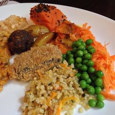 """Começando a conhecer as delicias de Recife! Destaque especial pro dadinho de tapioca e o """"bife"""" de banana verde delicia  #vegan by chubbyvegan"""