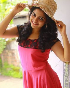 Latest Images of Nikhila Vimal Will Be Playing A Role Of Animator In Sibiraj's Next Yet To Be Titled Flick Hot Gallery Actress Pics, Tamil Actress Photos, South Indian Actress, Beautiful Indian Actress, Oscar Fashion, Hollywood Heroines, Beautiful Girl Image, Indian Beauty Saree, Girl With Hat