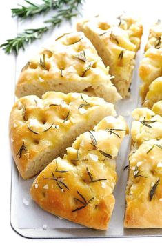 This Delicious Rosemary Focaccia Bread Is Super Easy To Make, And Topped With Lots Of Fresh Rosemary, Olive Oil And Sea Salt. This Delicious Rosemary Focaccia Bread Is Super Easy To Make, And Topped With Lots Of Fresh Rosemary, Olive Oil And Sea Salt. Focaccia Bread Recipe, Homemade Focaccia Bread, Homemade Breads, Focaccia Pizza, Homemade Buns, Homemade Soft Pretzels, Homemade Recipe, Homemade Desserts, Rosemary Focaccia