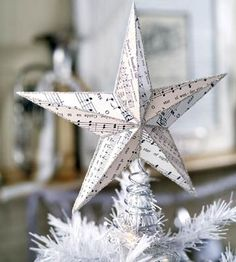 17 awesome ideas for making your own Christmas tree topper.
